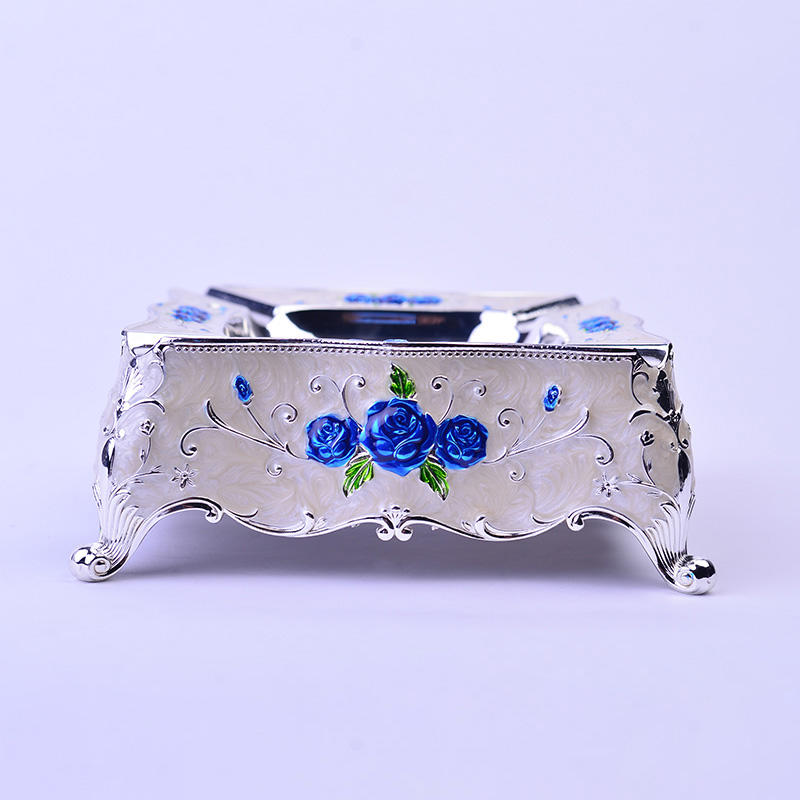European zinc alloy crafts luxury metal ashtray