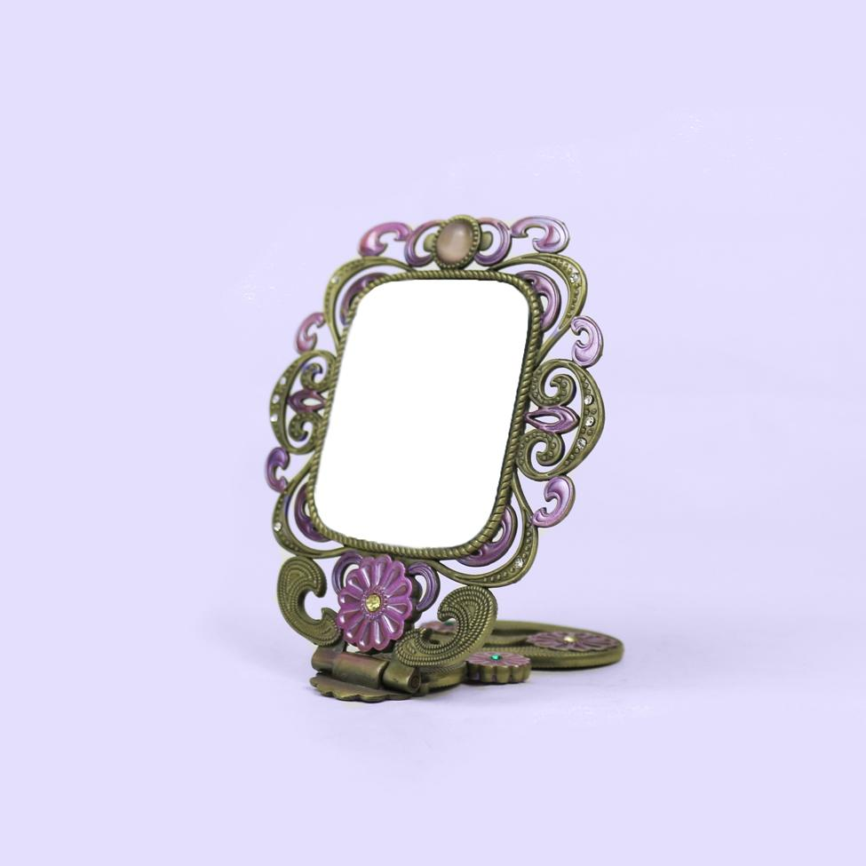 Simple portable retro makeup mirror